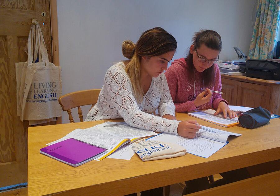Изучение английского и испанского с Living Learning English: полное погружение в языковую среду . Фото - 5