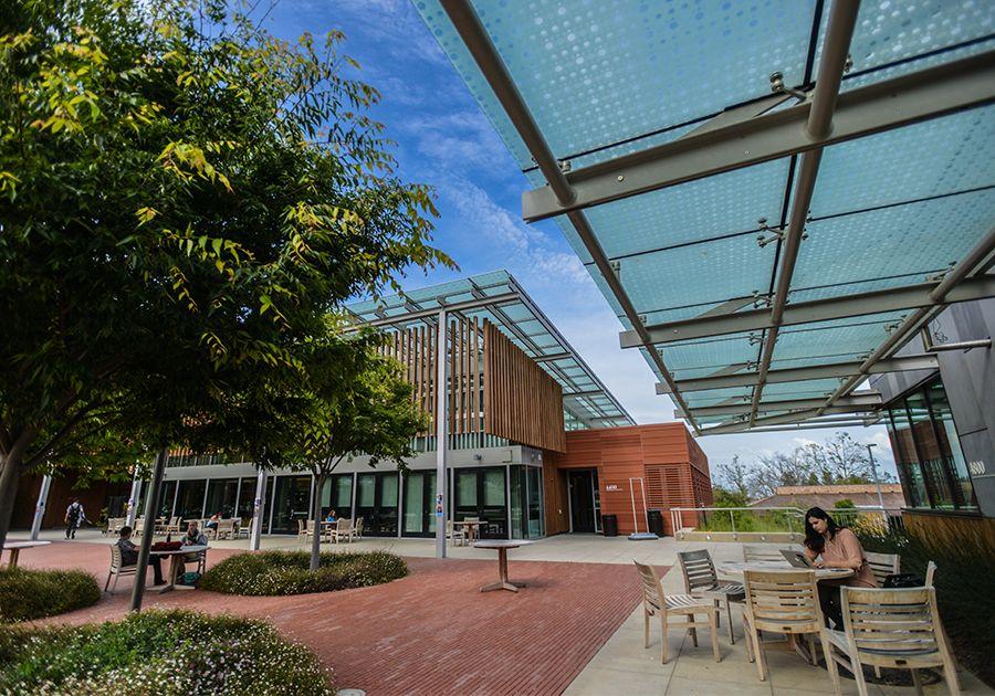 Как поступить в университеты США, которые посещали Джобс и Возняк. Фото - 6