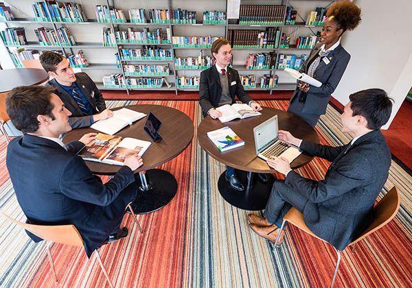 Swiss Education Group: международные работодатели выше ценят студентов, проходивших стажировки. Фото - 6