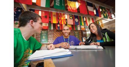 Индивидуальные консультации представителя INTO University Partnerships. Фото - 4