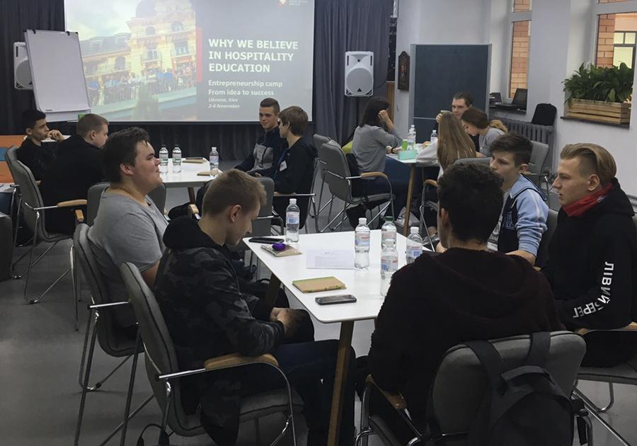 Сегодня, 2 ноября, стартовал курс для старшеклассников «От идеи до проекта: тренинг по предпринимательству». Фото - 10