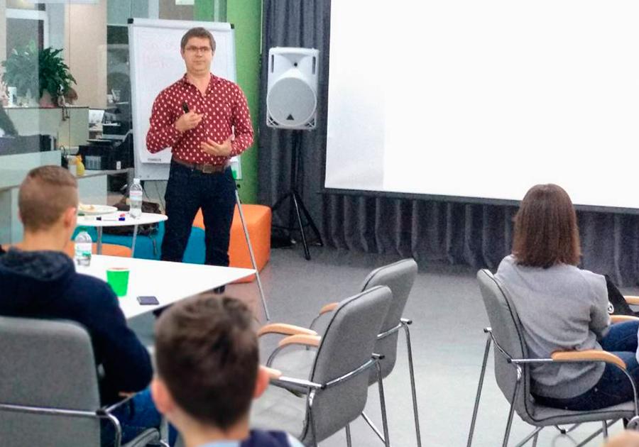Сегодня, 2 ноября, стартовал курс для старшеклассников «От идеи до проекта: тренинг по предпринимательству». Фото - 9