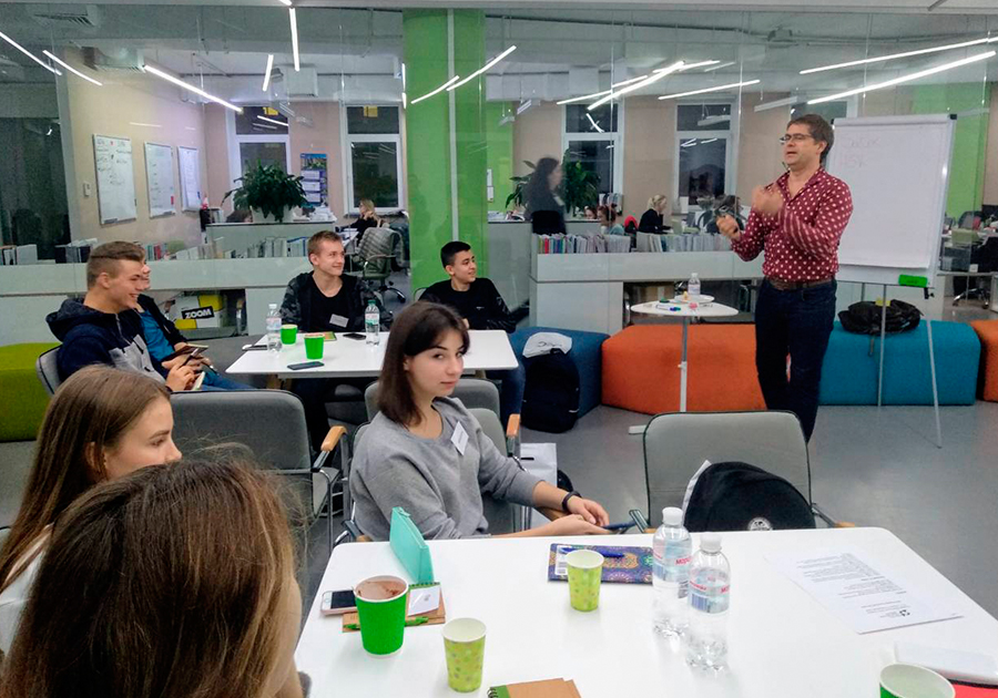Сегодня, 2 ноября, стартовал курс для старшеклассников «От идеи до проекта: тренинг по предпринимательству». Фото - 12