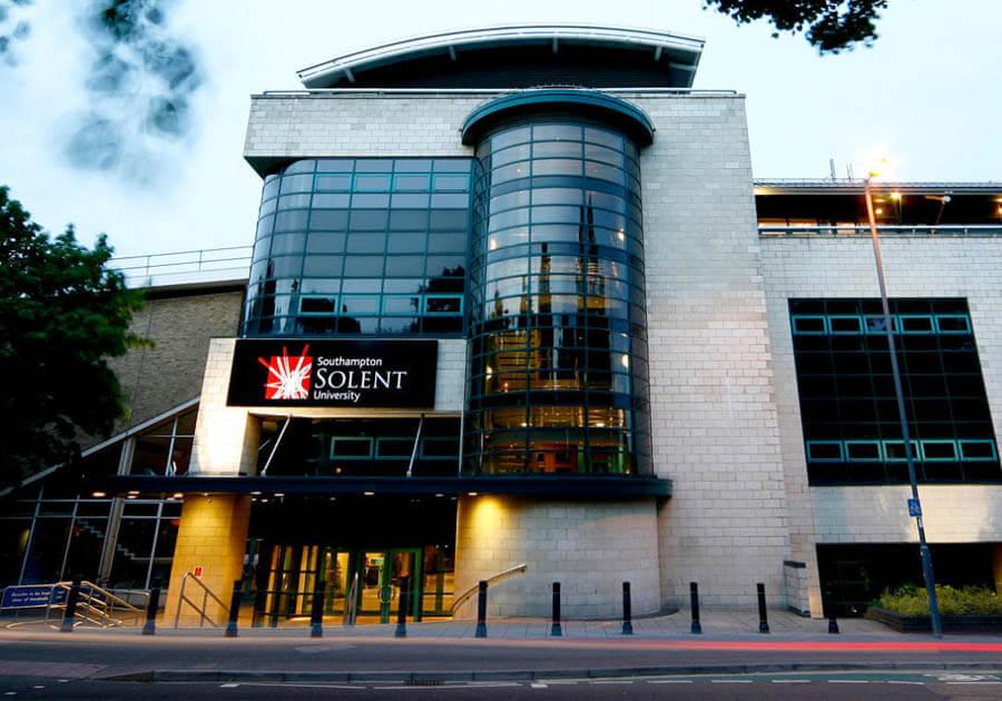 -30% на програму Foundation і бакалавріат в Solent University Southampton в Великобританії!. Фото - 3