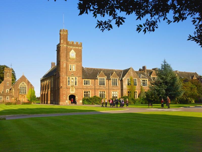 Среднее образование в Blundell's School: Великобритания