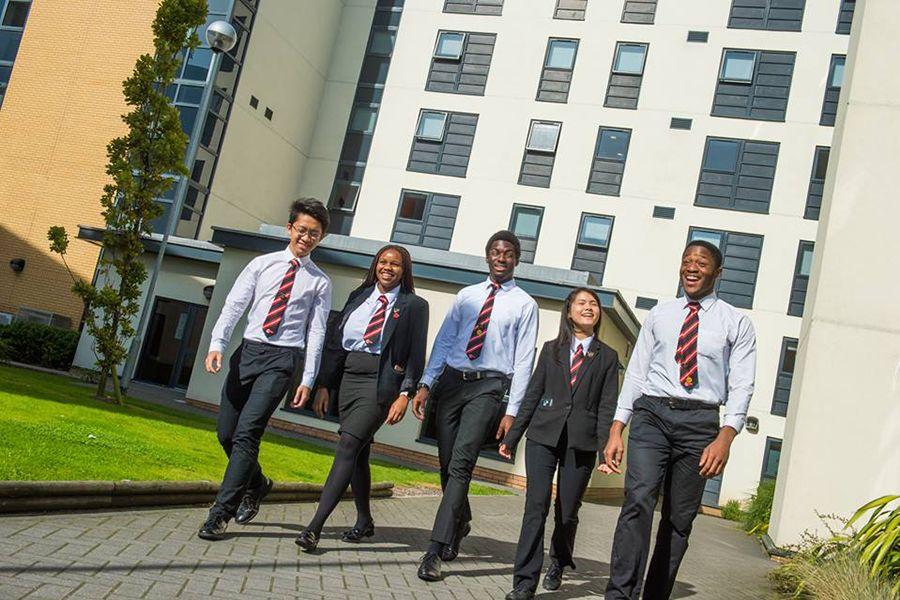 Cardiff Sixth Form College. Фото - 6